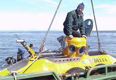 NOAA Fisheries biologist Bob Stone