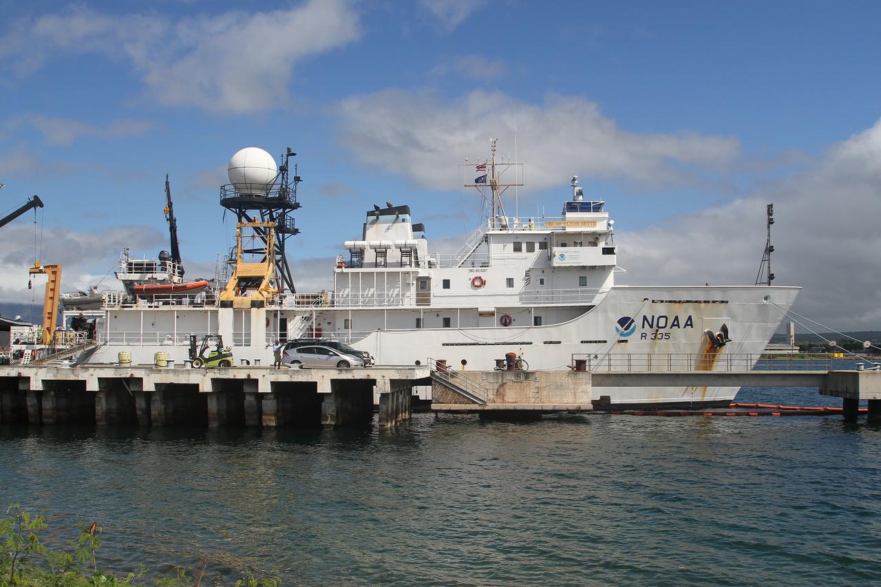 NOAA Ship Oscar Elton Sette at the pier.