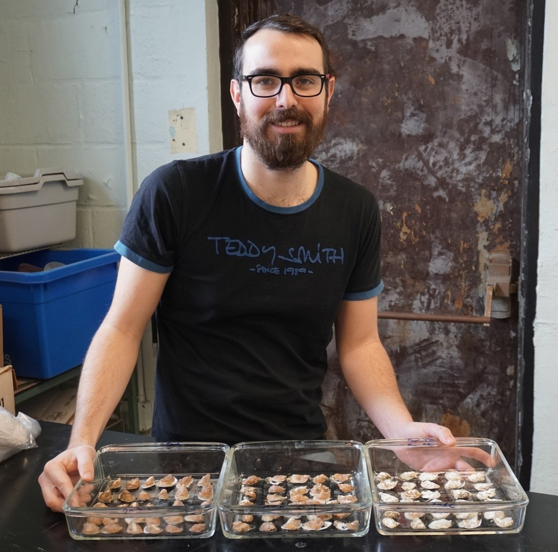 Emilien Pousse with 3 trays of oyster shells