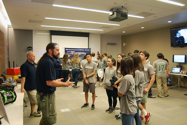 750x500-scientists-and-students-learning-technology-careers-NOAA-PIRO.jpg