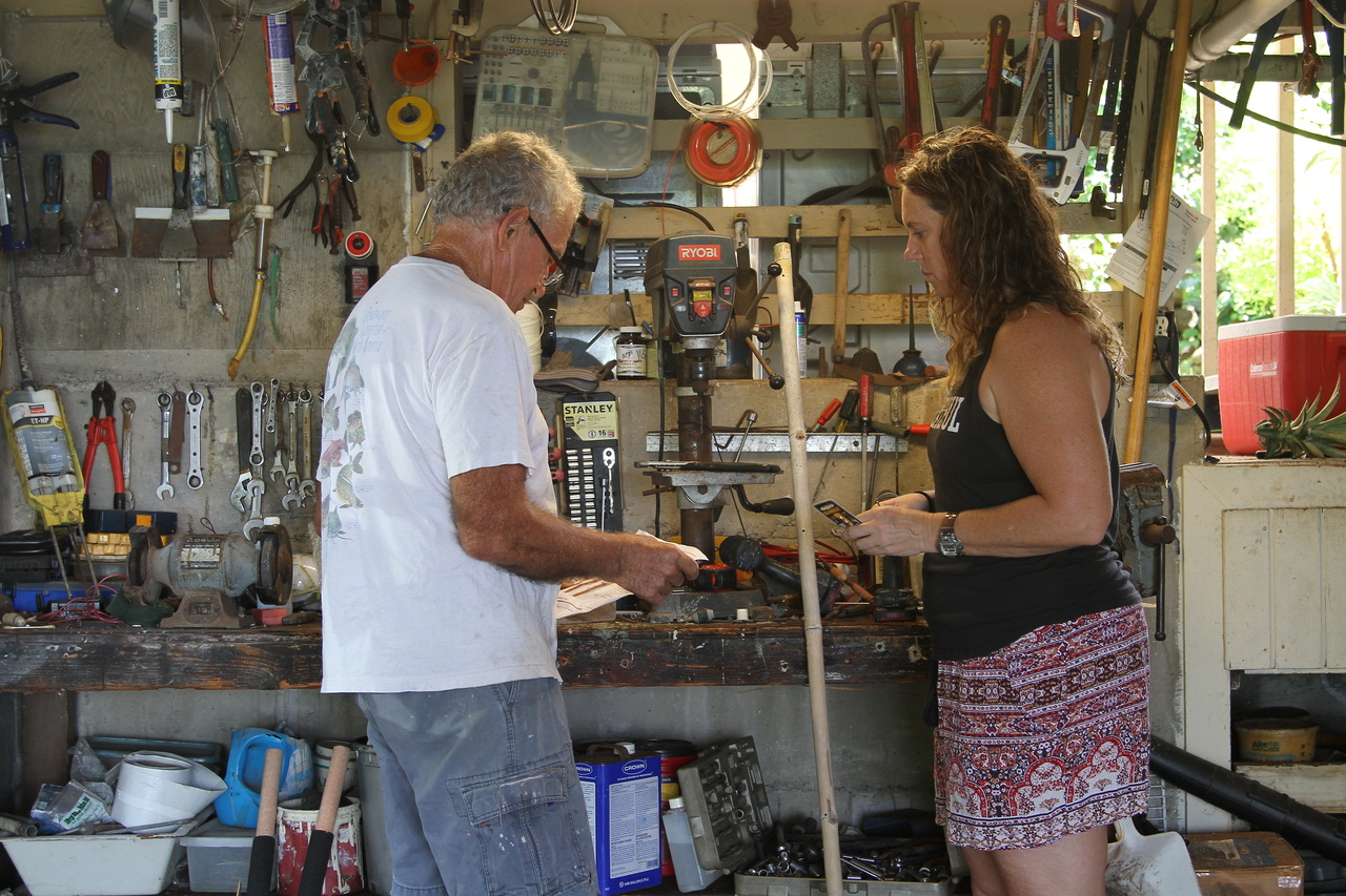 Melanie and fisherman Geoff Walker build shark tagging poles to give out at the workshop