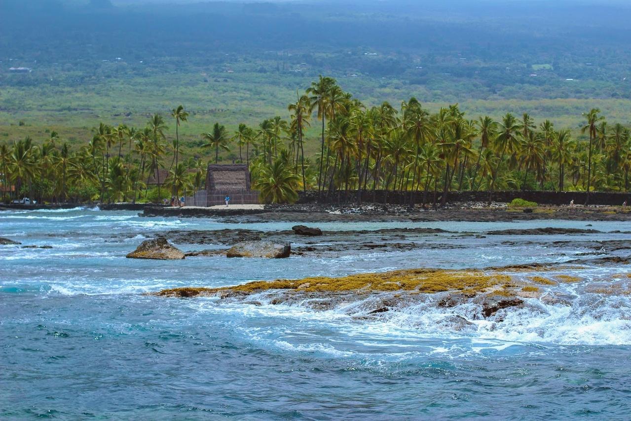 Puʻuhonua o Hōnaunau National Historical Park (Photo credit: Johnny Prehn/Fair Wind Cruises)