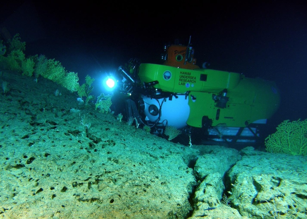 The Pisces V surveying coral beds in Hawaii.