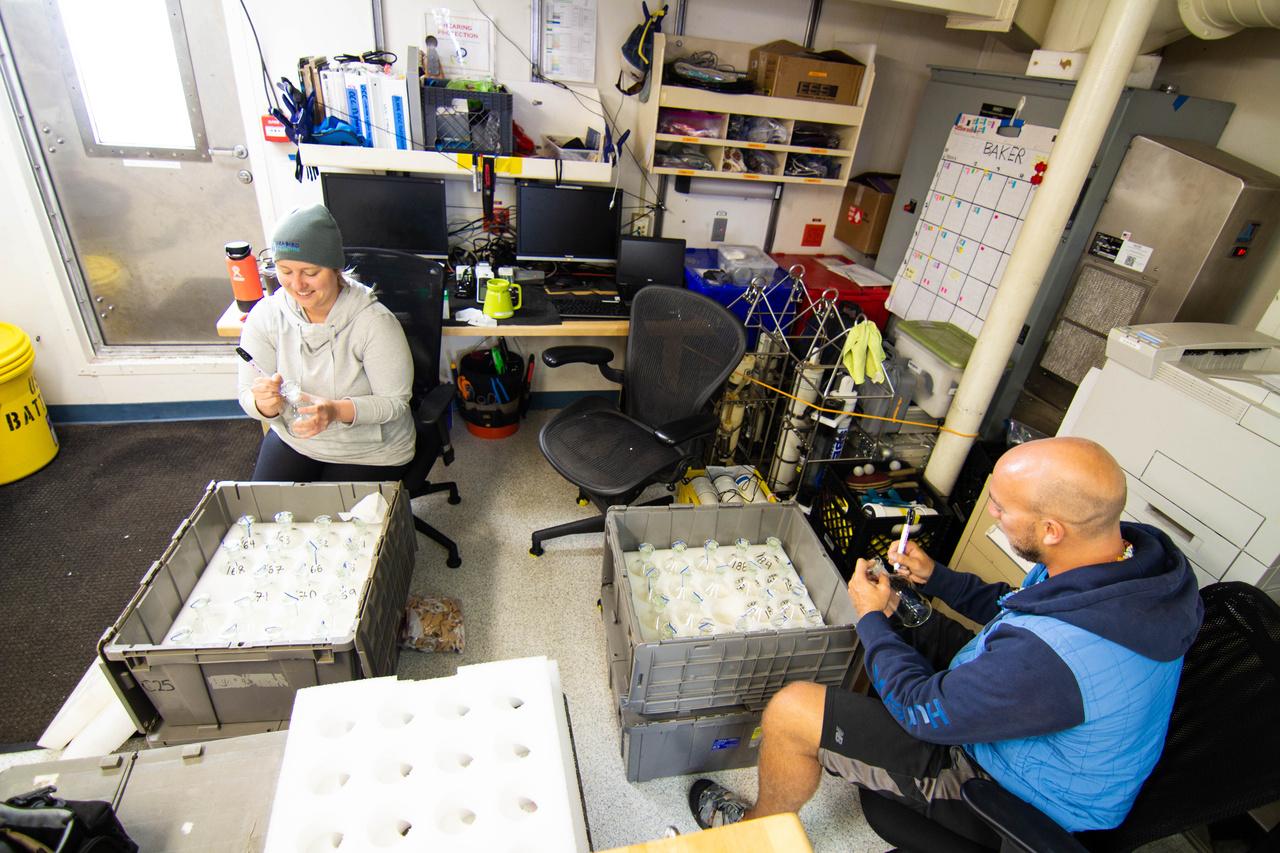 Halperin Barkley Labelling DIC Bottles_NVP.jpg