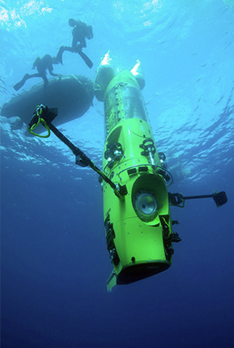 337x500-james-cameron-in-submarine-deep-sea-challenge-2_National-Geographic.jpg