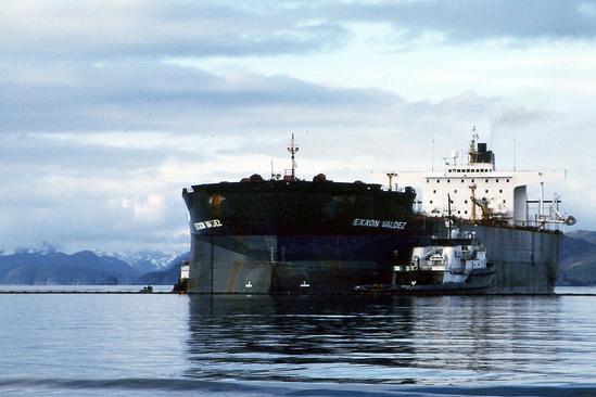 Exxon Valdez ship oil spill alaska 1990 1463x975 NOS ORR.jpg
