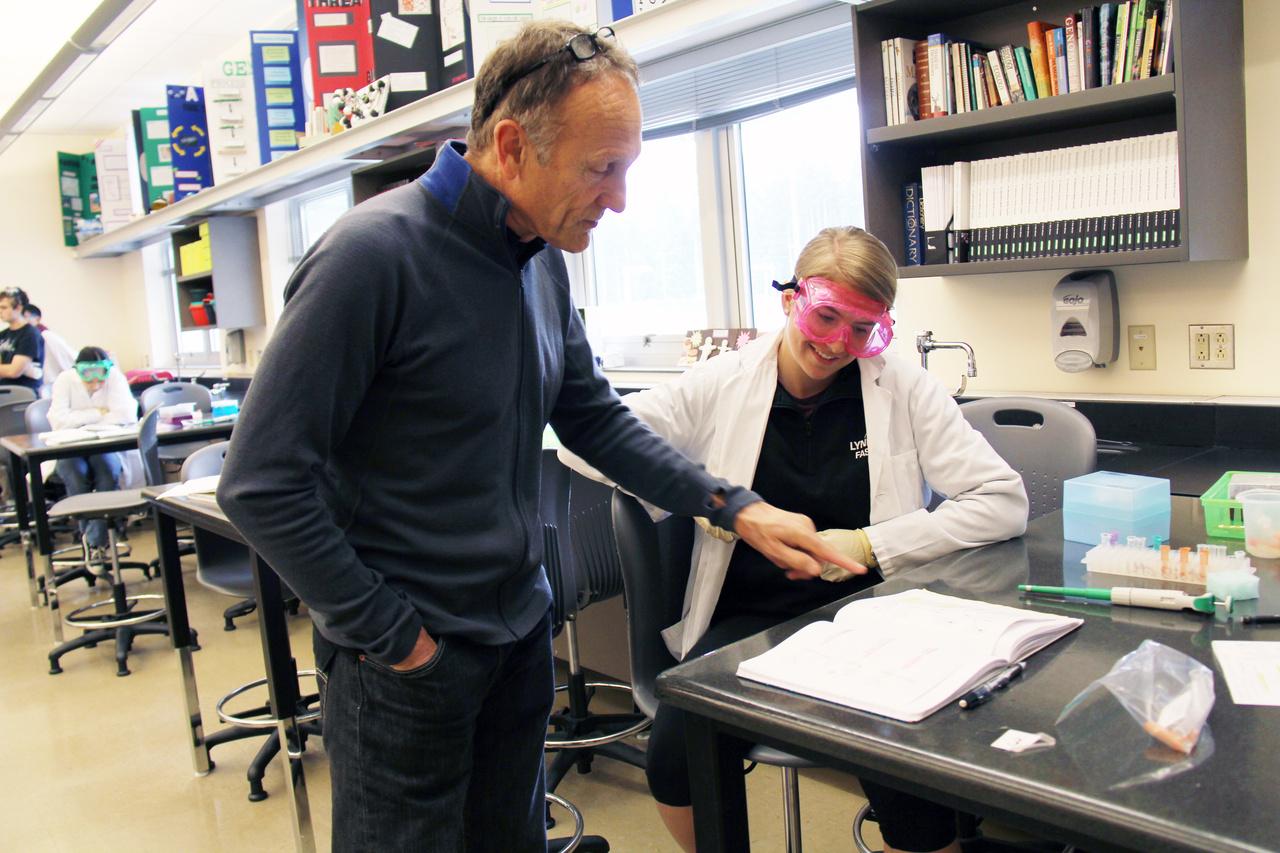 Classroom Visits Teacher in the Lab - 356 copy.jpg