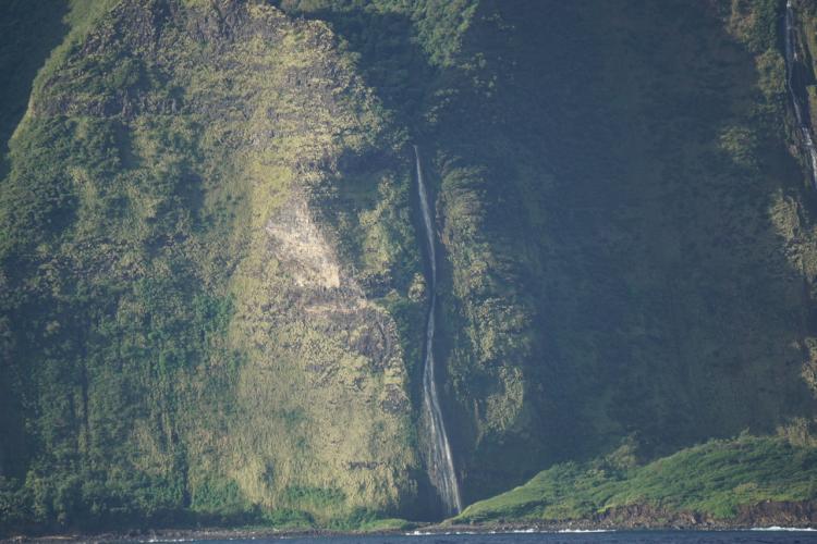 6000x4000-molokai-cliffs.jpg