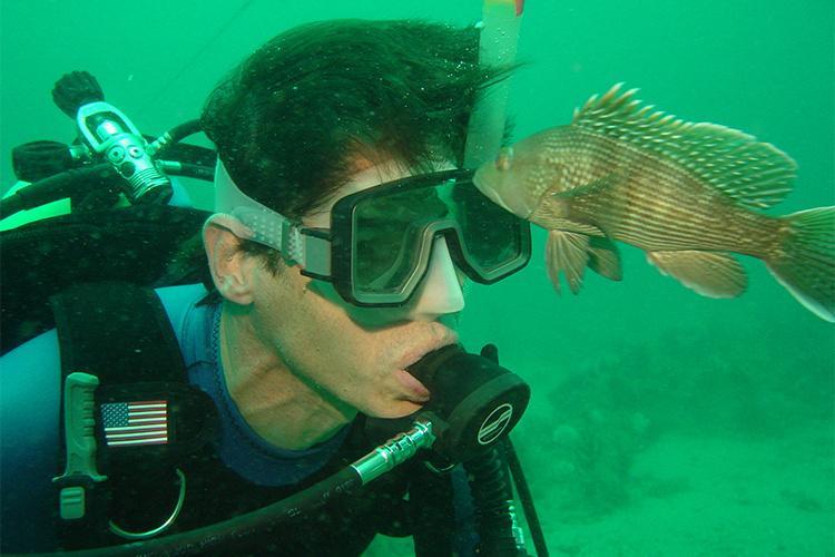 750x500-researcher-black-seabass.jpg