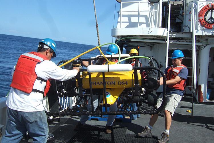 750x500-ROV-launch-Chico-Gomez-SWFSC.jpg