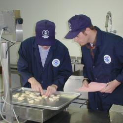 750x500-seafood-inspectors.jpg