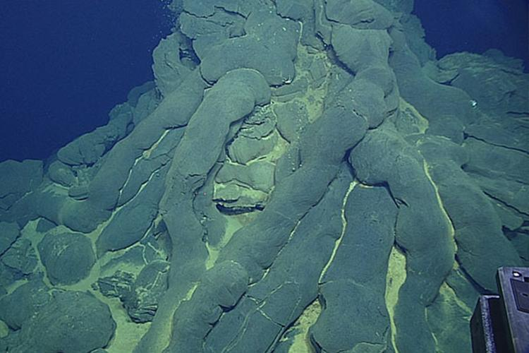 Pillow lava that formed tubular lobes underwater during erupritons.
