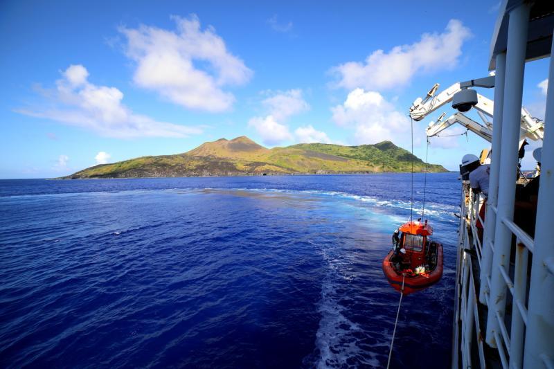 6720x4480-GUGUAN-small-boat-James-Morioka.jpg