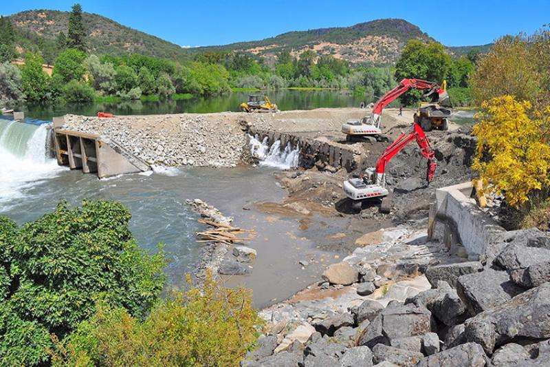 Rogue River_Partial_Dam_Removed_River Design Group_750x500.jpg